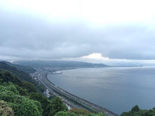 【富士山】雨の日に見えた薩埵峠からの富士山がモノアイだった(静岡市清水区)