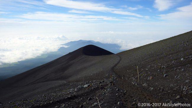 初登山が富士山!なぜか雨の中を単独で富士登山した話