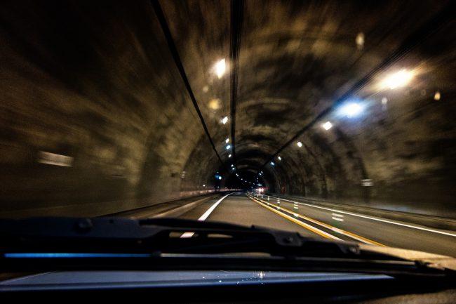 運転中の眠気の原因とは?居眠り運転対策まとめ