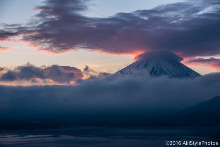 深夜の富士山に笠雲が!飛び出して本栖湖に撮影に来てみた結果