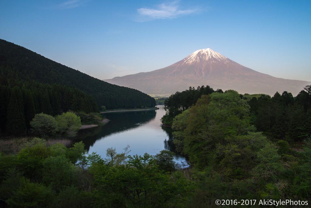 田貫湖の休暇村富士から見る富士山