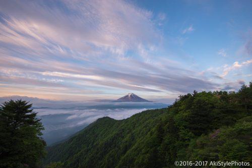 三ツ峠からの朝焼けと雲海と富士山