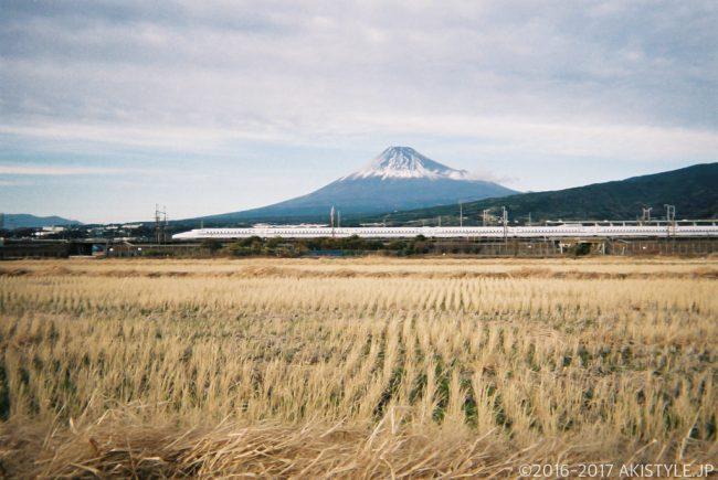 「写ルンです」で撮影した富士山と新幹線