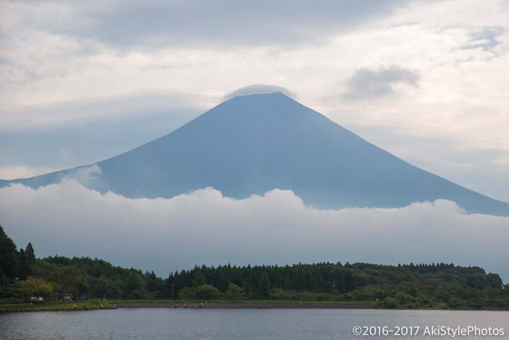 田貫湖からの富士山と笠雲