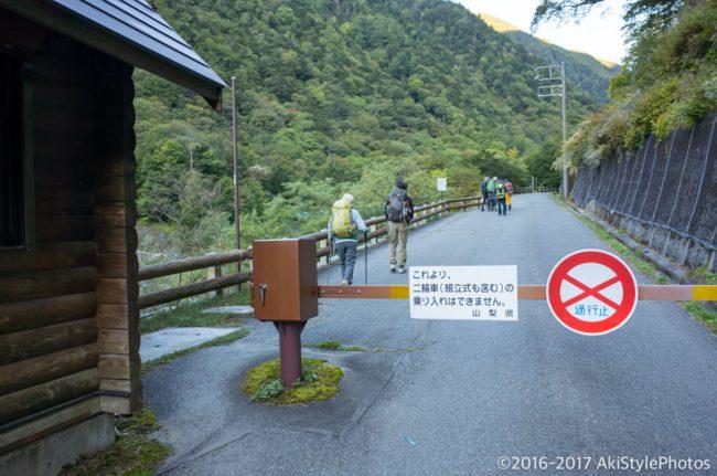 広河原の登山道ゲート