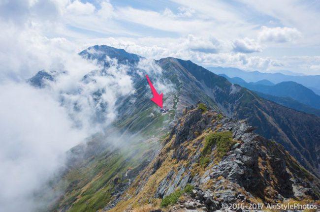 尾根分岐から見た北岳山荘