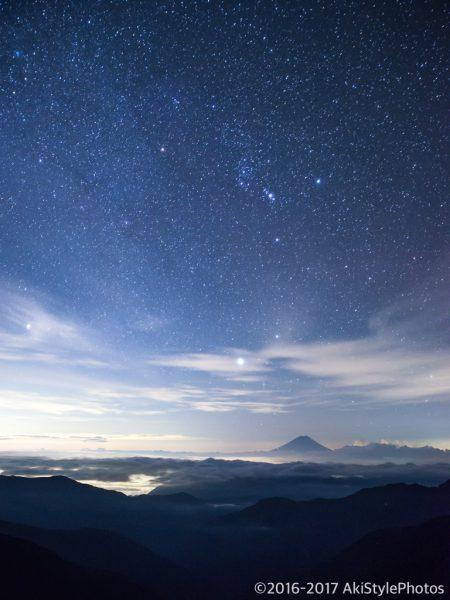 北岳山荘から星空と富士山