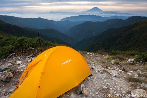 北岳山荘でテントと富士山