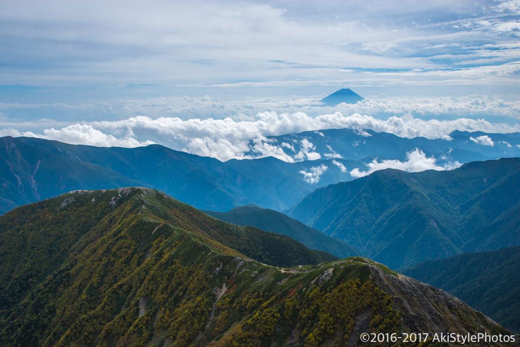 北岳山頂から富士山