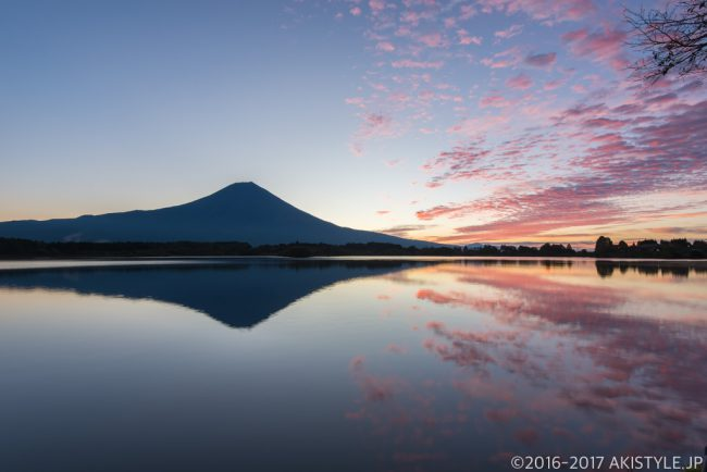 田貫湖からの朝焼けと富士山のリフレクション