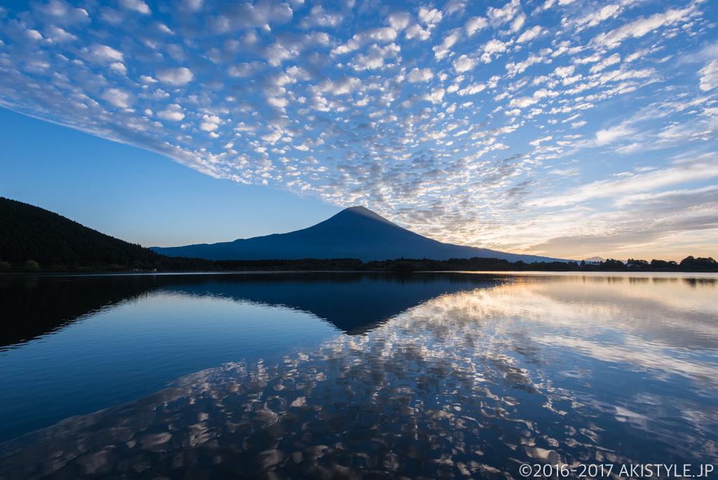 田貫湖からの巻積雲と富士山のリフレクション