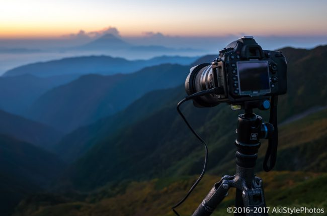 北岳山荘から見る夜明けの富士山
