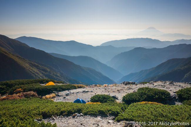 北岳山荘からテントと富士山