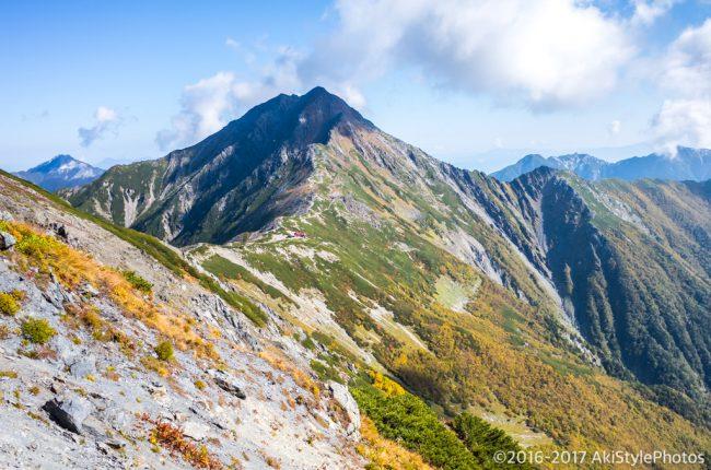 中白根山から見る北岳の稜線