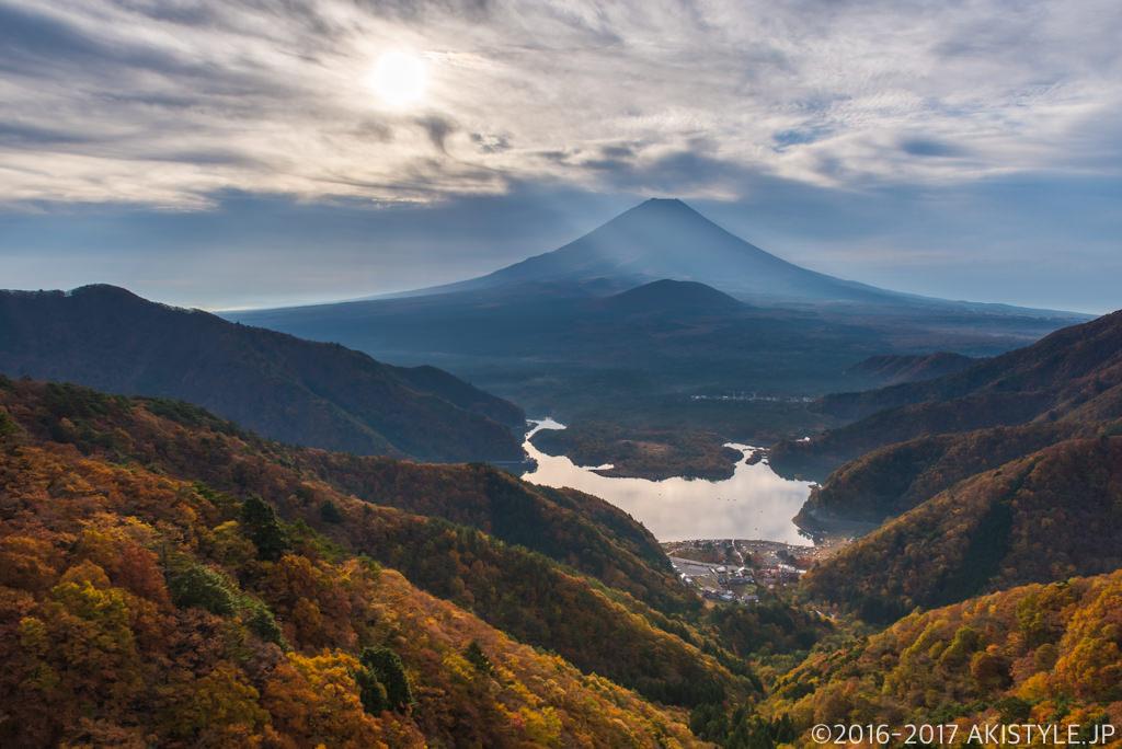 精進峠からの富士山と紅葉