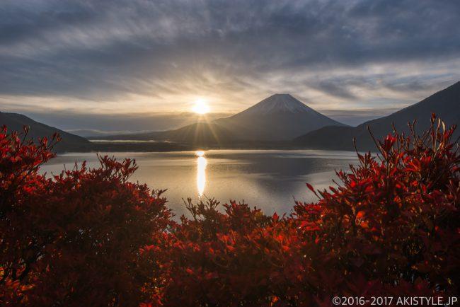 本栖湖で日の出