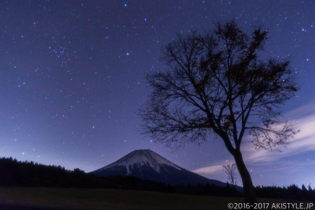 朝霧アリーナで富士山と星