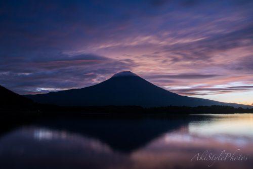 田貫湖のからの朝焼けと笠雲富士山
