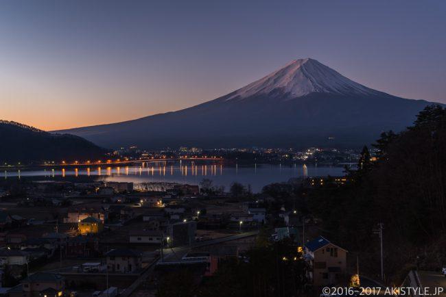 河口湖の夜景と富士山