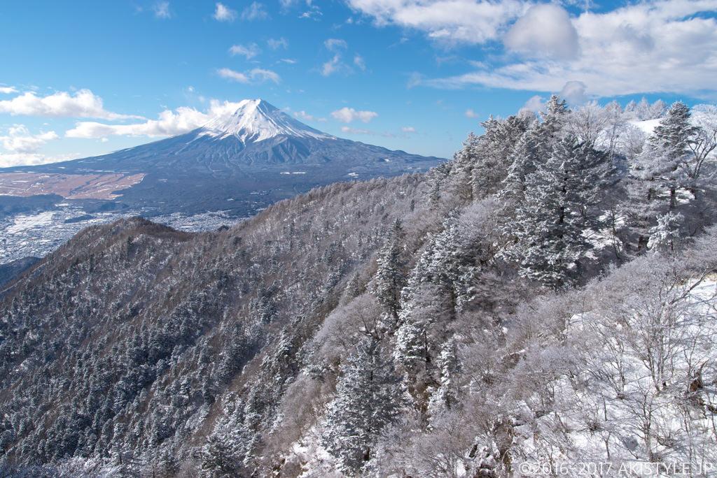 三ツ峠山の樹氷と富士山