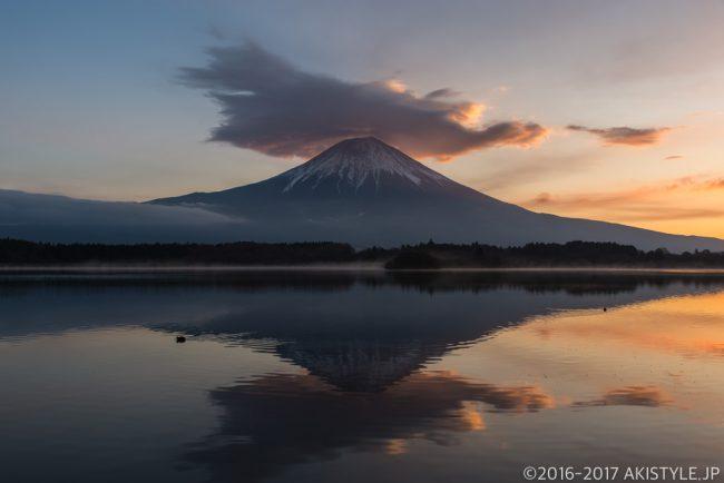 田貫湖の朝焼けの笠雲と富士山