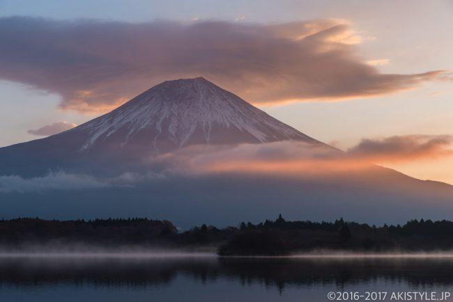 田貫湖の朝焼けと笠雲と富士山