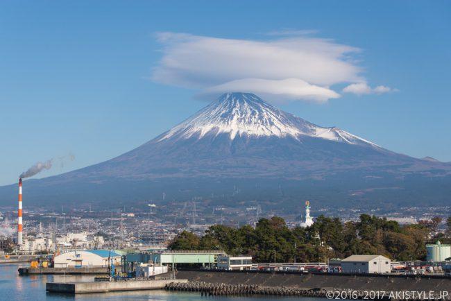 田子の浦からの富士山と笠雲