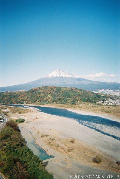 「写ルンです」で撮影した富士川と富士山