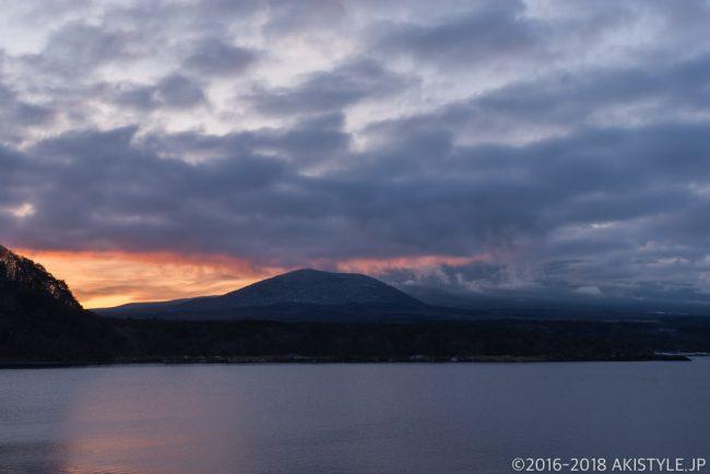 本栖湖の朝焼け