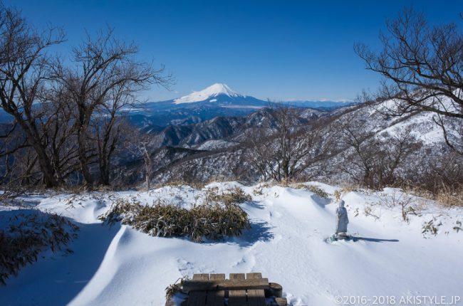 積雪した丹沢山からの富士山