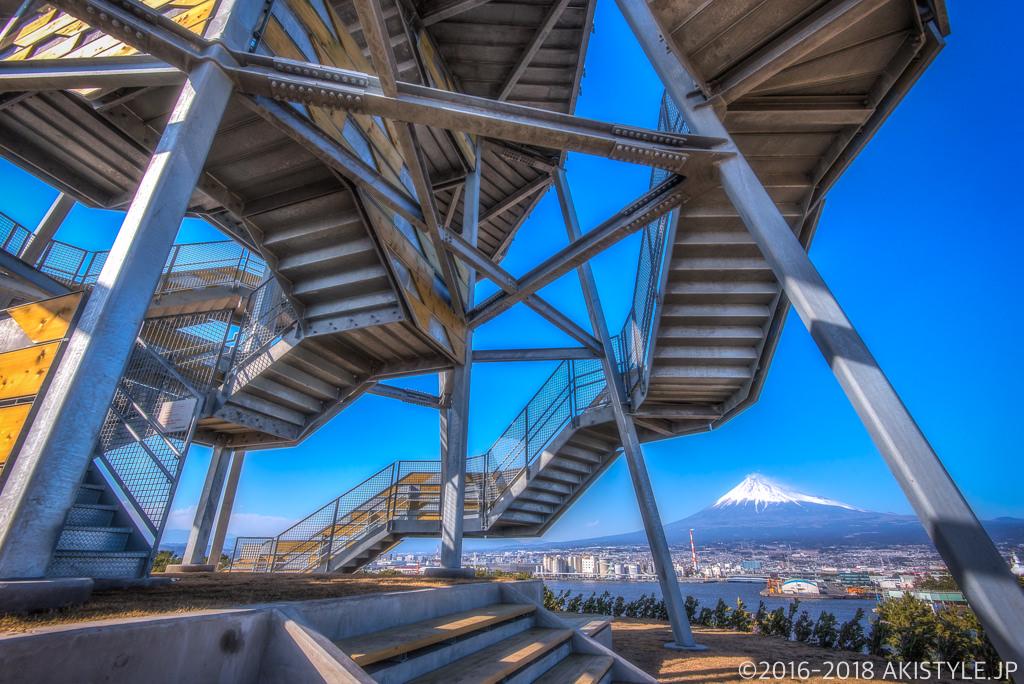 田子の浦みなと公園の富士山ドラゴンタワー
