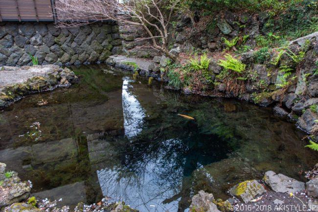 忍野八海、御釜池