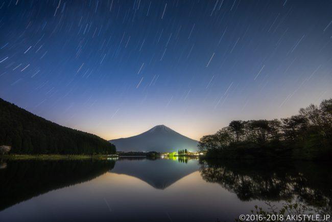 田貫湖の逆さ富士と星の軌跡