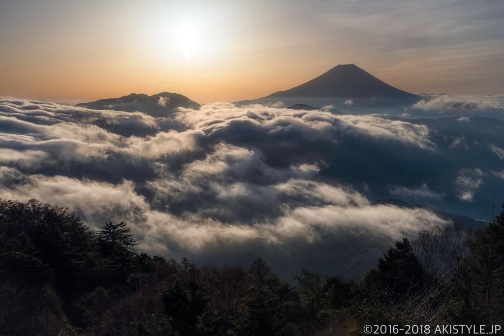 七面山、敬慎院からの雲海と富士山