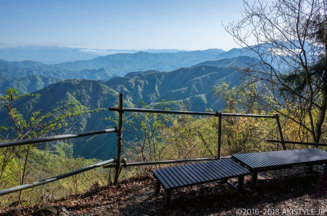 七面山登山道の見晴らし台