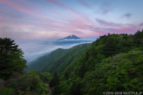 三ツ峠山からの朝焼け雲海と富士山
