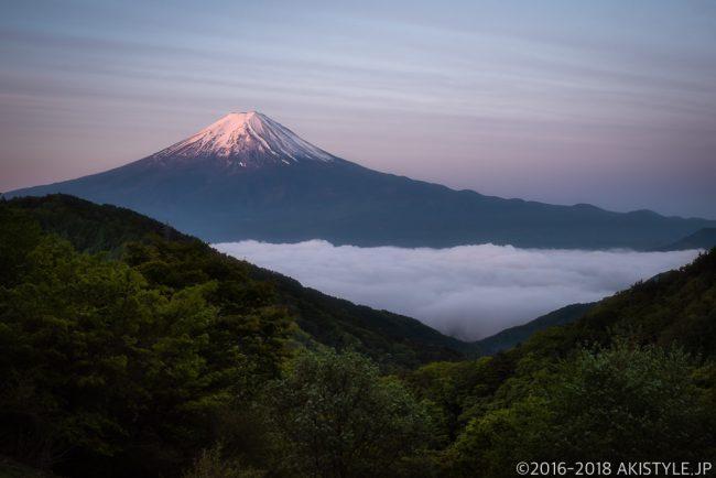 御坂峠天下茶屋から見た富士山と雲海と朝焼け