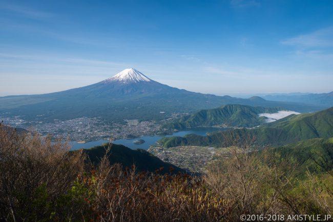 御坂黒岳から見る富士山と河口湖