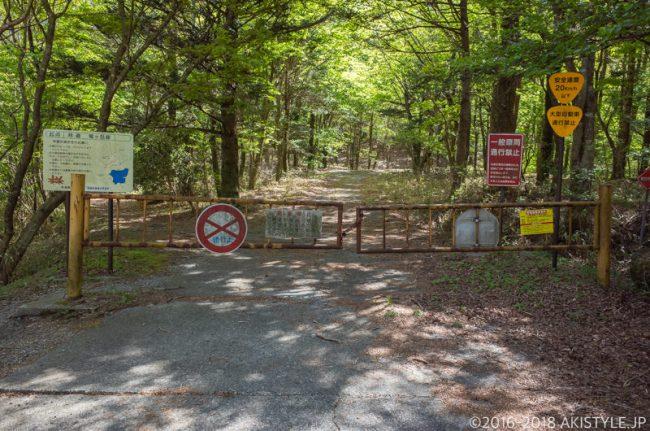 林道竜ヶ岳線の通行止めゲート