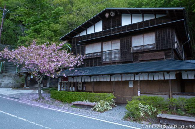 天下茶屋と八重桜