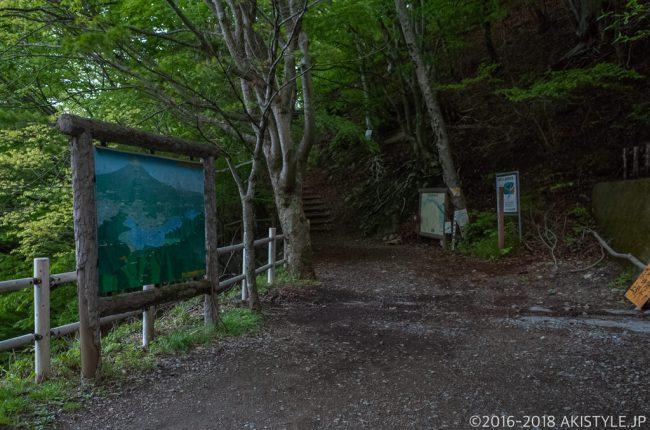 御坂峠天下茶屋の登山口