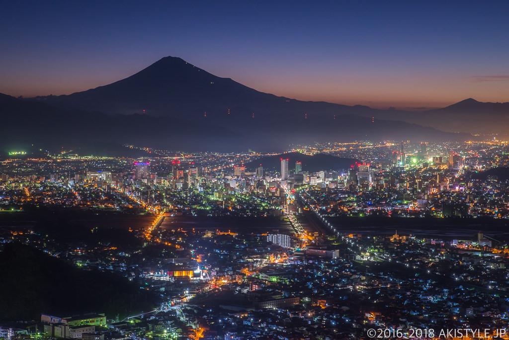 朝鮮岩からの静岡市の夜景と富士山