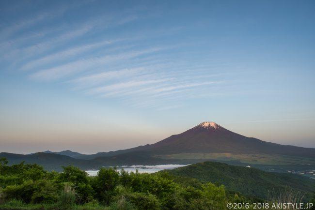 石割山から見た夜明けの富士山