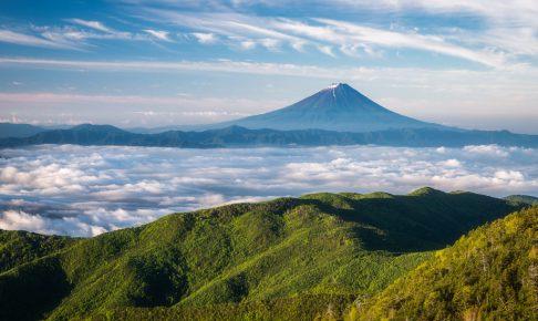 国師ヶ岳からの雲海と富士山
