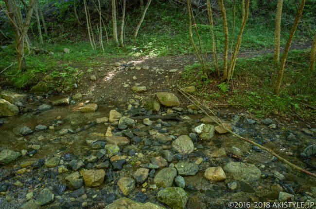石割山の貯水池コース登山道