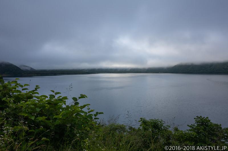 本栖湖の雲海の下