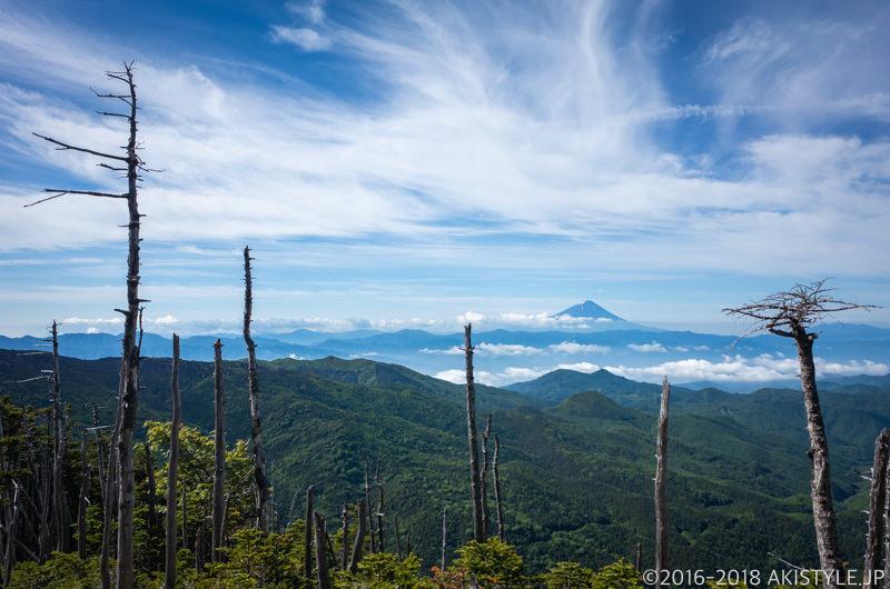 朝日岳から見る富士山