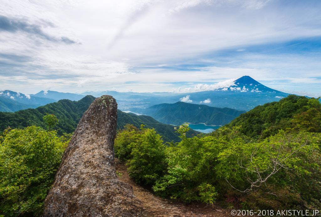 鬼ヶ岳からの富士山と鬼の角