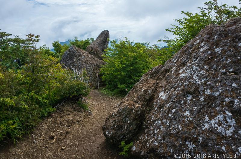 鬼ヶ岳の鬼ヶ岩