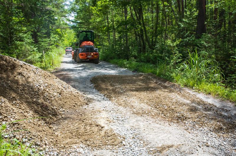 やまのこ村までの林道が整備作業中